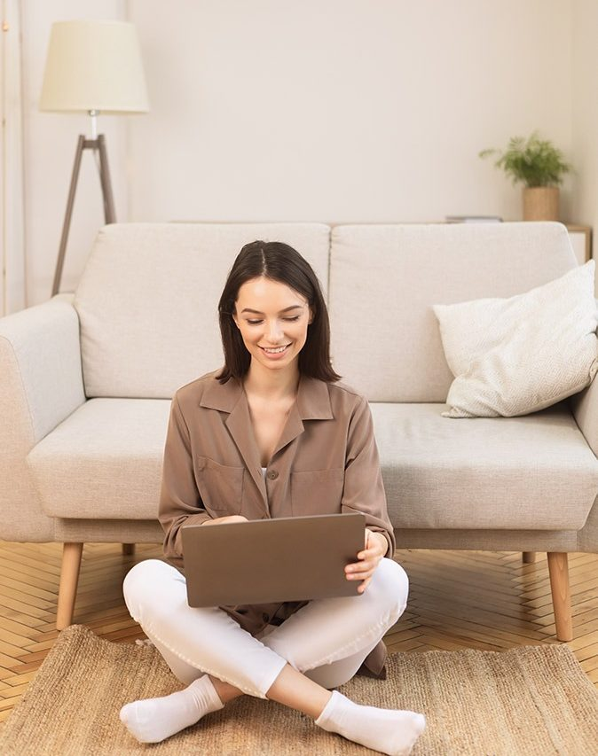 lady booking an estimate online