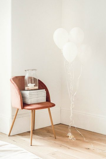 chair and baloon